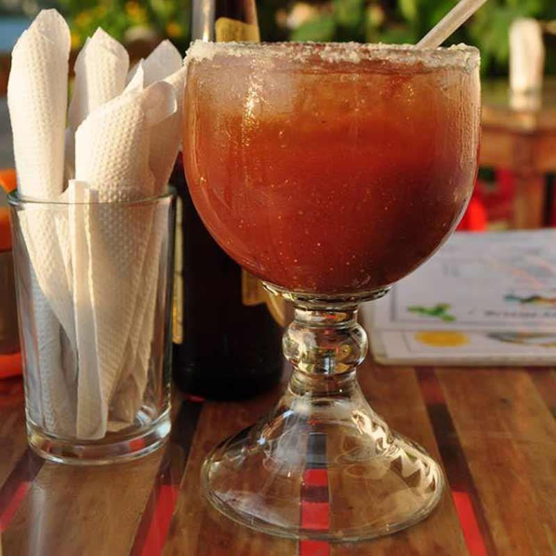 Envase de 15.5 onzas con tapa dorada
